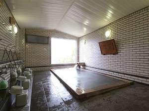 千早赤阪村営宿泊施設 香楠荘:森林浴の効果がある古代総ひのき風呂は旅の疲れが癒されます。