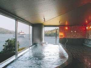 マリンポートホテル海士:海側に面した展望風呂です。船の出入りが見えます。