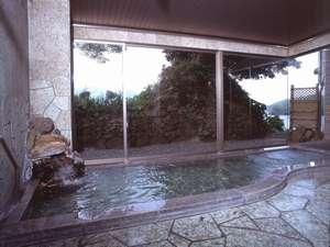 岩場をイメージした風呂です。落ち着いた雰囲気をお楽しみ下さい。