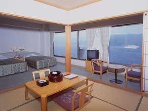 和洋室です。布団を3枚敷くことで5名までご宿泊できます。