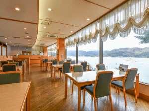 オーシャンビューのレストランで日本海の幸をお楽しみ下さい。