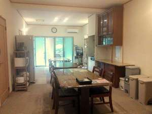 Kencha Rumah:中央室。キッチン等自由に使えるオープンな談話室
