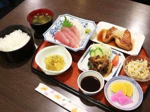 勝浦温泉 勝浦シーハウス熊野灘:*【夕食一例】ボリューム満点の日替わり定食