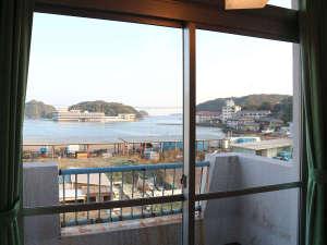 勝浦温泉 勝浦シーハウス熊野灘:*【部屋からの景観】那智勝浦湾を眺めて、のんびりお寛ぎ下さい