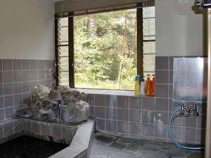 小出山荘:多人数で一緒に入れる温泉風呂