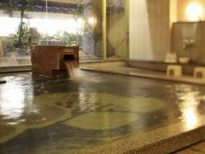 宮島ホテルまこと:石を基調にした大浴場。夜は0:00まで朝は6:00からご利用いただけます。