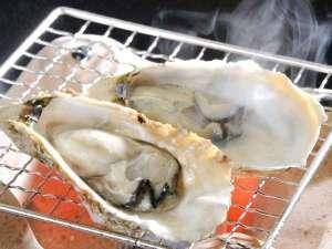 宮島ホテルまこと:宮島産の牡蠣を使った焼牡蠣。殻に残った汁もしっかり味わって下さいませ。