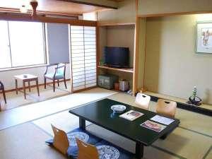 宮島ホテルまこと:落ち着いた雰囲気のちょっと広めの現代和風造りの和室12,5畳