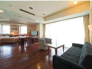 ザ・レジデンシャルスイート・福岡:■ツインルーム(一例)/54平米の客室に120cm幅のベッド2台を設置