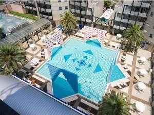 ザ・レジデンシャルスイート・福岡:ホテルの中央に位置する屋外プール!お子様に大人気♪(夏季のみ営業)