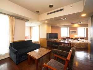 ザ・レジデンシャルスイート・福岡:■ファミリールームC/61平米の客室に常設ベッド3台+エキストラベッド2台設置可能