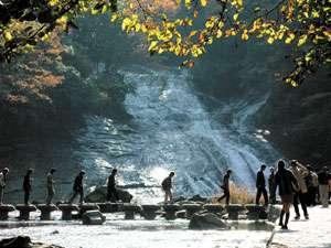 渓流の宿 福水:「粟又(あわまた)の滝」。別名「養老の滝」