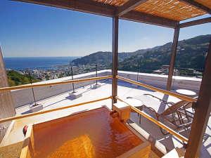 テラス&露天風呂付き特室:熱海を一望できる絶景テラスは当館の特等席です。