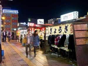 中州~天神間は屋台が並びます。屋台街はバス停「春吉橋」で