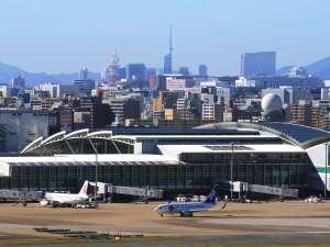 『福岡空港』国内線からは地下鉄で博多駅まで2駅 国際線からはバスで博多駅まで直行15分!