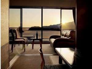 みかめ本館:ホテルの目の前は三瓶湾です。寛ぎの時間をどうぞ。