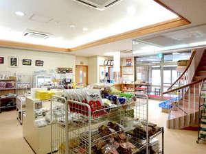 湯治の宿 湯田山荘:玄関を入ってすぐの所には、お土産・地元の野菜やお米等販売しております★