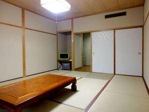 湯治の宿 湯田山荘:【和室一例】畳に足を伸ばしてゴロゴロ♪5名様までゆっくりお寛ぎいただけます。