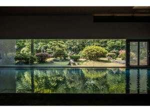 高見屋別邸 久遠 -KUON- <高見屋グループ>:【温泉大浴場 山水】温泉と空気の調和を感じられるお風呂