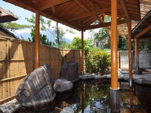 由布院ことぶき花の庄:【女性用露天風呂】由布院温泉を厳選100%かけ流しで楽しめる