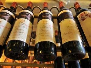常時200本以上の銘柄をそろえるワインセラー