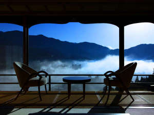 下呂温泉  今宵天空に遊ぶ しょうげつ:冬の朝、運が良ければ見られる朝霧の雲海