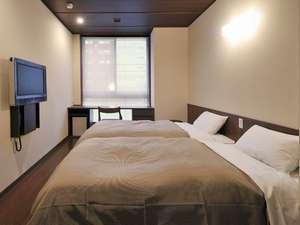 <ツインルーム>幅100cmのベッドは全米ベッドシェアNo.1のサータ社製。癖になる寝心地を体験しちゃおう♪