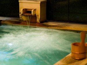 【地下大浴場】ざぶんと浸かるだけで、その日一日の溜まった疲れは吹っ飛びます。