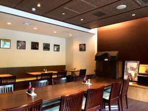昼と夜は、ジャズ喫茶の雰囲気ある朝食会場♪jazzの音色を聞きながら、心地よい朝をお過ごしください。