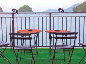 海Cafe(海を目の前に、寛ぎのコーヒーを一杯・・)