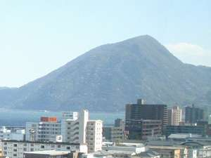 観光名所「高崎山」を近くに感じれます。