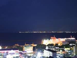 別府湾の夜景。昼間の景色とは違った趣きがあります。