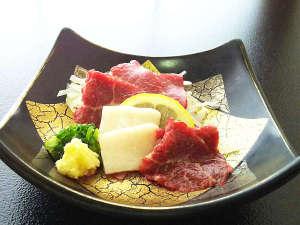 植木温泉 旅館 松乃湯:【夕食】くまもと名物《特選馬刺し》※器は季節によって変わります。