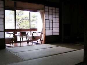 外湯文化を楽しむ宿 俵山温泉 泉屋旅館:和室の一例になります。