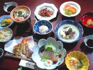 外湯文化を楽しむ宿 俵山温泉 泉屋旅館:おまかせ夕食一例。湯治のお料理のワンランクUP!常連さんに人気※写真はイメージ