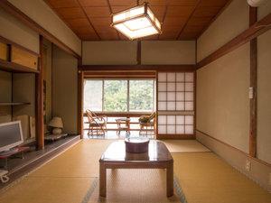外湯文化を楽しむ宿 俵山温泉 泉屋旅館:*【和室6畳】古き良き日本建築の魅力が光るお部屋。