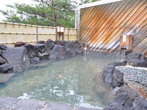 ながぬま温泉:【入浴設備】露天風呂:北海道でも屈指の湧出量です