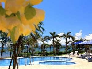 グランヴィリオ リゾート石垣島 グランヴィリオガーデン:海風が心地よい屋外プール・・・
