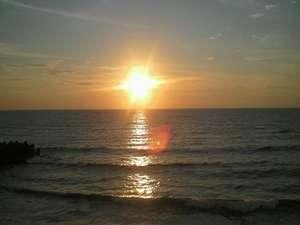 海の見える小さなお宿 金子旅館:日本海へ沈む夕日 絶景です。