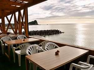 海の見える小さなお宿 金子旅館:日本海が一望できるベランダ