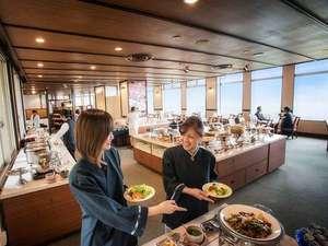 おいしく食べてカラダに優しい、和洋中琉のオリジナルフード満載のブッフェ。
