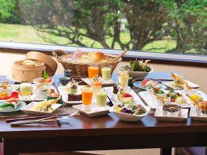 ユインチホテル南城:レストラン「サンピア」料理イメージ