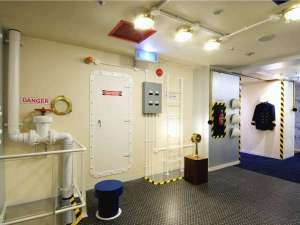 ★ここは3階にある『機械室』スイッチやパイプがいっぱい!転ばないように気をつけて!