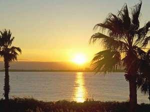 ★東京湾に沈む夕日・・・お部屋からこんなにきれいな景色が見られるなんて・・・