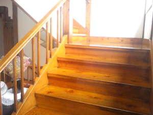 かしわや旅館:歴史を感じる、レトロな階段(´▽`)