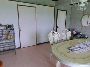 宮古島ペンションライトマザー:ファミリースペース:共同スペースの広さもgood!3部屋しかないのでゆったり過ごせます。