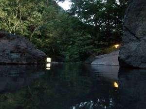 湯治(自炊)の宿 松川渓谷温泉 滝の湯:夕刻の大野天風呂