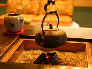 KKR平湯たから荘(国家公務員共済組合連合会平湯保養所):暖かなぬくもりでお出迎え。フロント・談話スペース