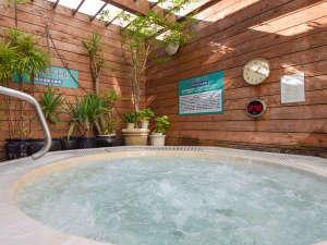 カプセル&サウナロスコ(旧カプセルイン駒込):*【露天風呂】天然エネルギー石使用の男性専用露天ジャグジー