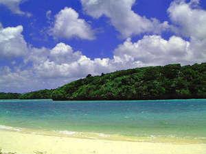 ★世界のミシュランが認めた川平湾。青い空と碧い海★